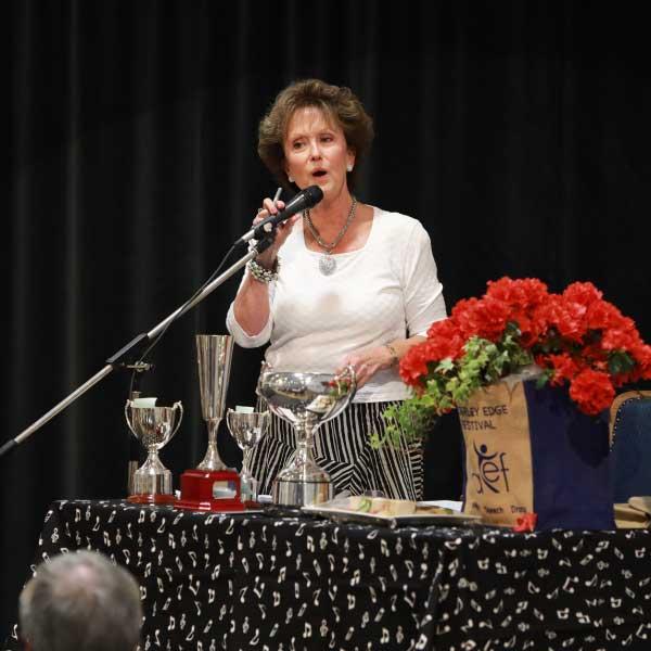 lady-speaker-Anna